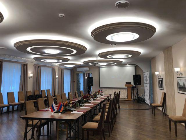 Конференц-зал, банкетный зал 100-150 чел.